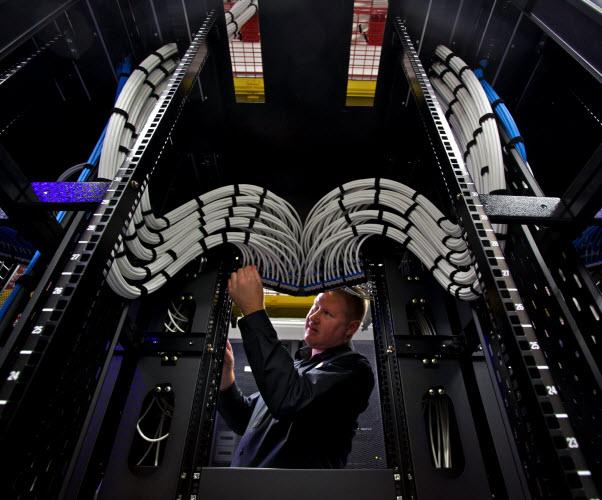 Man installing wire server